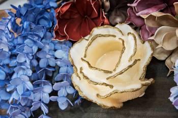 Τριαντάφυλλο με ποτήρι ρεσώ 12x14cm (Medium)