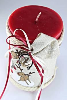Χειροποίητο αρωματικό γυαλιστερό κόκκινο κερί με χριστουγεννιάτικο ύφασμα + πέταλο 10x15cm( 1047)