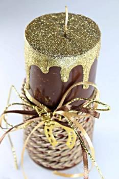 Καφέ γυαλιστερό κερί με χρυσά τρεξίματα έτος και πέταλο 6.5x15cm