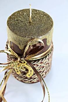 Καφέ γυαλιστερό κερί με χρυσά τρεξίματα έτος και πέταλο 6.5x10cm