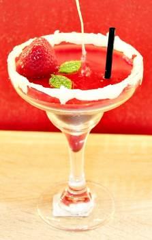 Κοκτέιλ Strawberry Margarita σε ποτήρι Martini