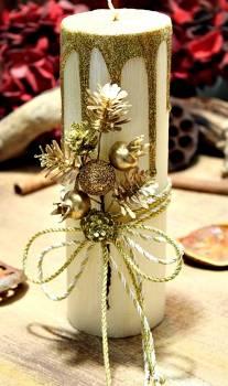 Εκρού σαγρέ κερί με χρυσά τρεξίματα με κουκουνάρια και βελανίδια 6.50x20cm
