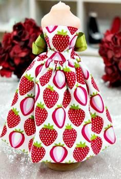 20Β008 Φόρεμα λευκό με φράουλες