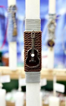 Πασχαλινή λαμπάδα 20016 μεταλλάκι καφέ κιθάρα Ύψος 25