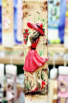 Πασχαλινή λαμπάδα 20ΝΤ070 Πλακέ με κοπέλα Paris Κόκκινη  Ύψος 25