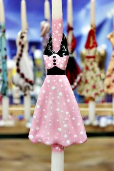 17Φ023 Ροζ πουά φόρεμα πάνω σε λαμπάδα