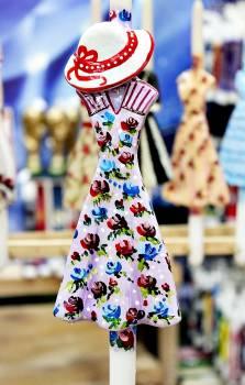 17Φ010 Ροζ φλοράλ φόρεμα με καπέλο σε λαμπάδα