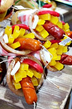 Πασχαλινή λαμπάδα Πίτα λουκάνικο 20x10cm