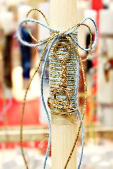 Πασχαλινή λαμπάδα 19007 καραβάκι χρυσό γαλάζια χρυσή κορδέλα Ύψος 25