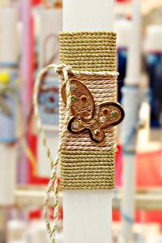 Πασχαλινή λαμπάδα 19048 πεταλούδα χρυσή μεγάλη σε κορδόνι Ύψος 25