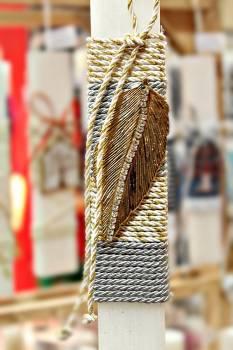 Πασχαλινή λαμπάδα 19052 χρυσό φτερό σε δίχρωμο κορδόνι Ύψος 25