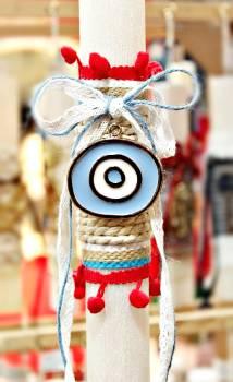 Πασχαλινή λαμπάδα 19072 ασημί γαλάζιο-λευκό μάτι σε κορδόνι με πομ πομ (χοντρή λαμπάδα) Ύψος 25