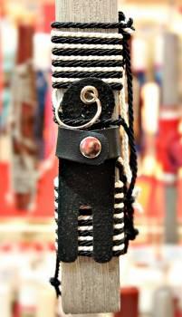 Πασχαλινή λαμπάδα 19Δ007 μπρελόκ ανθρωπάκι μαύρο vegan eco leather Ύψος 25