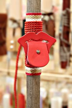 Πασχαλινή λαμπάδα 19Δ009 γλώσσα κόκκινη θήκη για ακουστικά vegan eco leather Ύψος 25