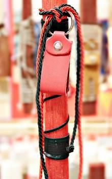 19Δ015 μπρελόκ θηλιά κόκκινη vegan eco leather