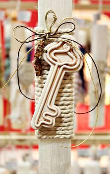 Πασχαλινή λαμπάδα 19Δ031 κεραμικό κλειδί σε κορδόνι Ύψος 25