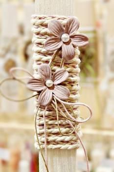 Πασχαλινή λαμπάδα 19Δ038 μωβ λουλουδι σε κορδόνι Ύψος 25