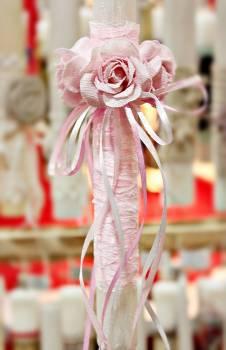 Πασχαλινή λαμπάδα 19Δ047 στεφάνι τριαντάφυλλα ροζ Ύψος 25