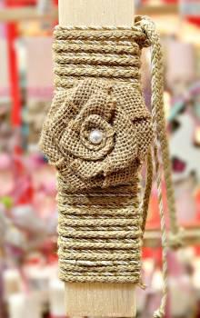 Πασχαλινή λαμπάδα 19Δ055 λουλούδι λινάτσα με πέρλα Ύψος 25