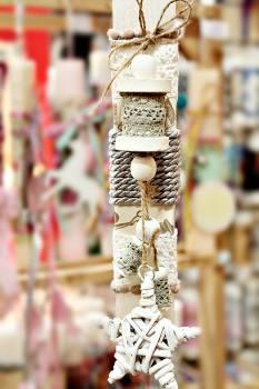 Πασχαλινή λαμπάδα 19Δ056 ξύλινο κρεμαστό με αστέρι μπαμπού λευκό Ύψος 25