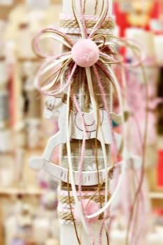Πασχαλινή λαμπάδα 19Δ066 αλογάκι ροζ + πομ πομ Ύψος 25