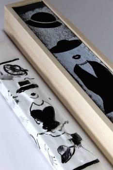 Πασχαλινή λαμπάδα 17Χ004 Ασπρόμαυρη γυναίκα σετ με ξύλινο κουτί 28x7cm
