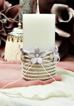 Αρωματικό κερί στολισμένο με κορδόνι και λιλά λουλούδια 8x15cm