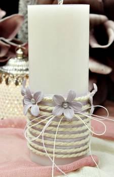 Αρωματικό κερί στολισμένο με κορδόνι και λιλά λουλούδια 8x20cm
