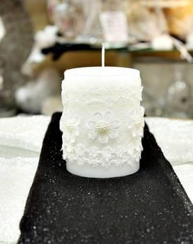 Αρωματικό κερί λευκό στολισμένο με λευκά λουλούδια 8x10cm