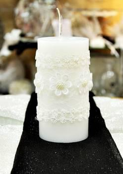 Αρωματικό κερί λευκό στολισμένο με λευκά λουλούδια 8x15cm