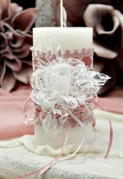 Αρωματικό κερί στολισμένο με δαντέλα σε αποχρώσεις σάπιο μήλο - λευκό 8x15cm