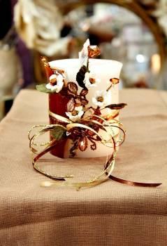 Τυλιχτό αρωματικό κερί με μαργαρίτες, πεταλούδες και κρυσταλλάκια  9x10cm
