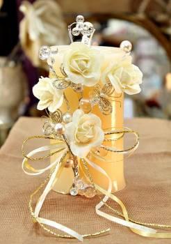 Τυλιχτό αρωματικό κερί με τριαντάφυλλα,πεταλούδες και πέρλες σε εκρού 9x15cm