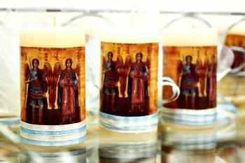 Αρωματικό κερί 4,50x8cm για μπομπονιέρα με αυτοκόλλητο άγιο