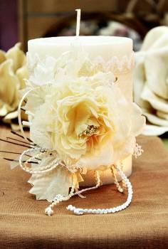 Χειροποίητο διακοσμητικό κερί σαγρέ εκρού με εκρού στολισμό  11.50x15cm